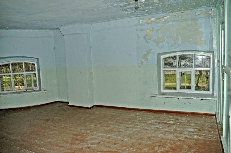 Комнатка на втором этаже. Окошки смотрят на Днепр