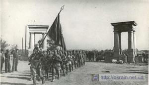 Части Красной Армии проходят улицами Кременчуга. 1943 год.