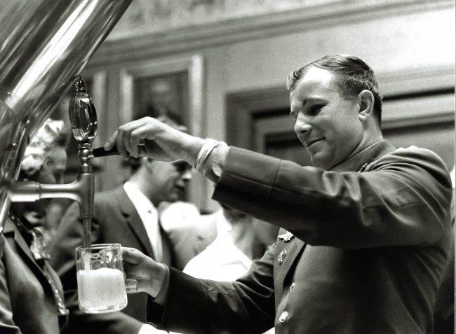 Юрий Гагарин на заводе Carlsberg, 1962