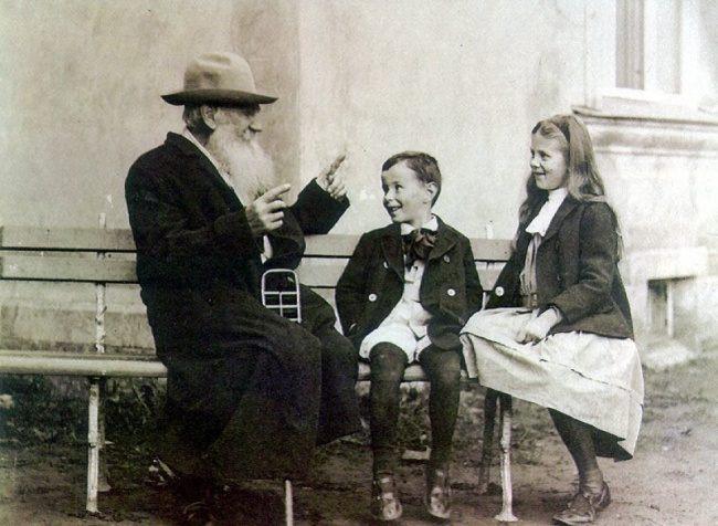 Лев Толстой с внуками, 1909