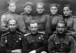 Лучшие бойцы 2-й роты с комбатом Корбутом