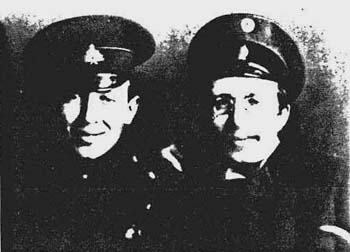Один из трех единственно до сих пор известных снимков, изображающих обоих братьев вместе
