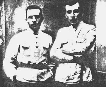 Второй из трех единственно до сих пор известных снимков, изображающих обоих братьев вместе Антон (слева) и Виталий