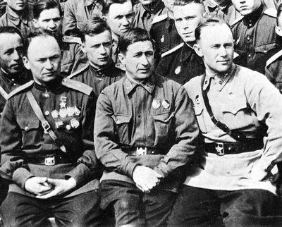 Прокопенко Георгий Николаевич крайний справа, 1943 год