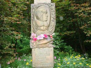Памятник на могиле в Ромнах