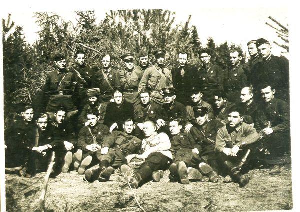 Личный состав 74 ШАП. Крайний вверху справа  мл.л-т Цыплухин Н.Д. Фото 1941-1942 г.
