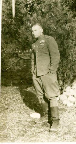 Капитан Цыплухин Н.Д. На груди орден Красной звезды и три ордена Красного Знамени. Фото 1943 г