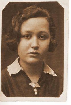 А.С. Шепотиевская. Фото 1934 г. Здесь ей 15 лет