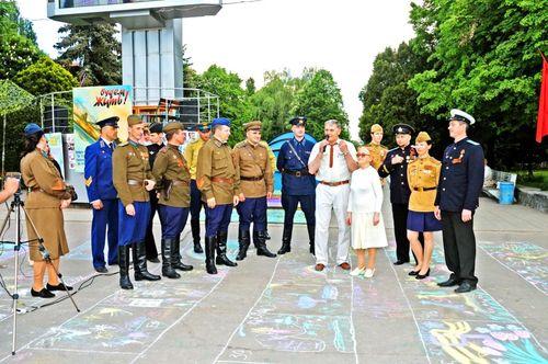 А.С.Гринфельд 9 мая 2010г. во время проведения театрализованной акции ,,Будем жить…,, За три недели до праздника ей исполнился 91 год