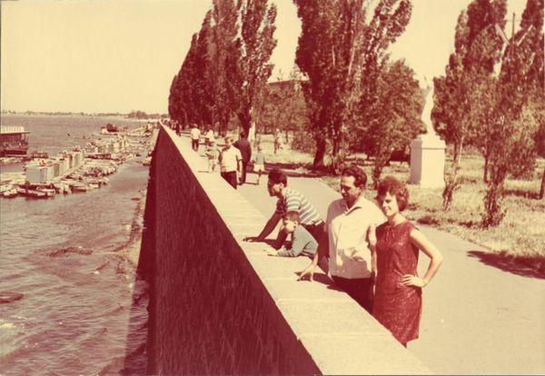 Лодочные станции вдоль дамбы в начале 60-х годов