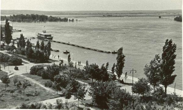 Слева лодочная станция з-да Дормаш у Скалы на фото периода 59-65 г.