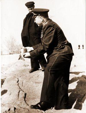 На фото 1954-1956 г. Герой советского союза летчик штурмовик Н. Д.Цыплухин