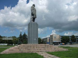 В Кременчуге демонтировали памятник Ленину