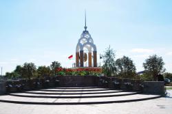 В парке Мира строят Аллею Героев