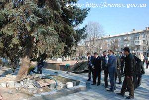 Продолжаются работы по реконструкции сквера «Октябрьский»