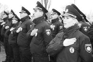 В Кременчуге на Петровке избили патрульного полиции не при исполнении