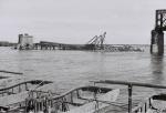Поваленые фермы Крюковского моста 1941 год - фото 525