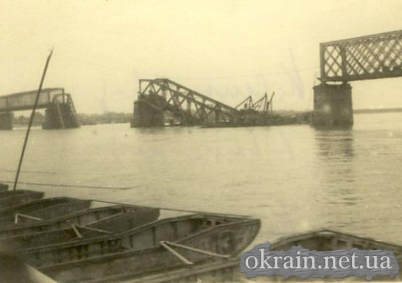 Разрушенный железнодорожный мост - фото 607