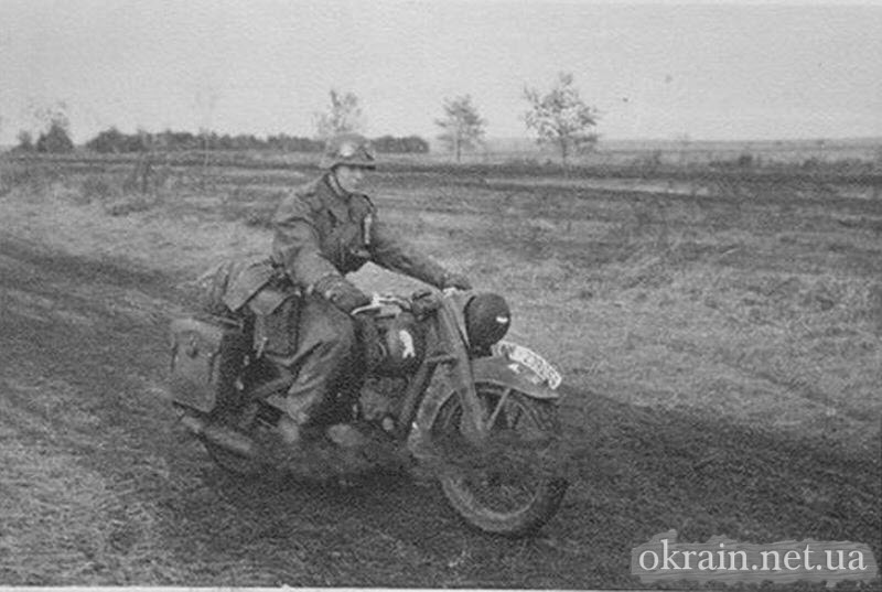 Мотоциклист mit DKW Division Zeichen в Кременчуге - фото 728