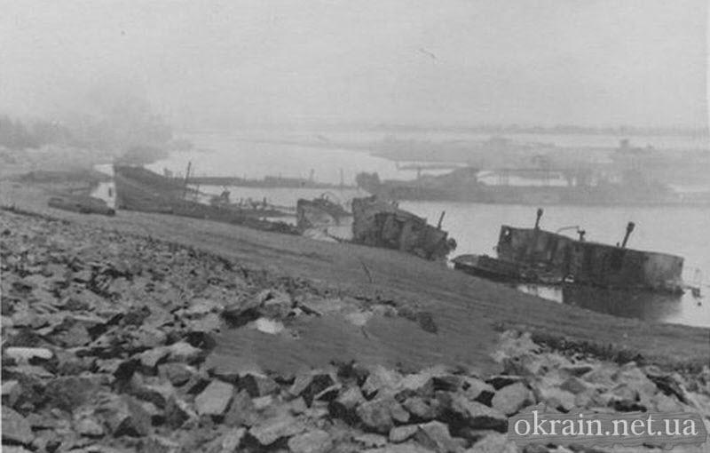 Уничтоженые суда в Кременчугской гавани Днепра - фото 729