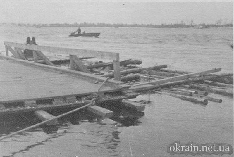 Плот на реке Днепр в Кременчуге - фото 734
