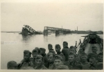 Вид на разрушенный мост с переправы в Кременчуге - фото 776
