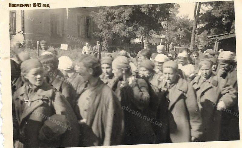 Пленные женщины-солдаты РККА в Кременчуге