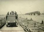 Немецкие автомобили на переправе. Кременчуг 1941 год.