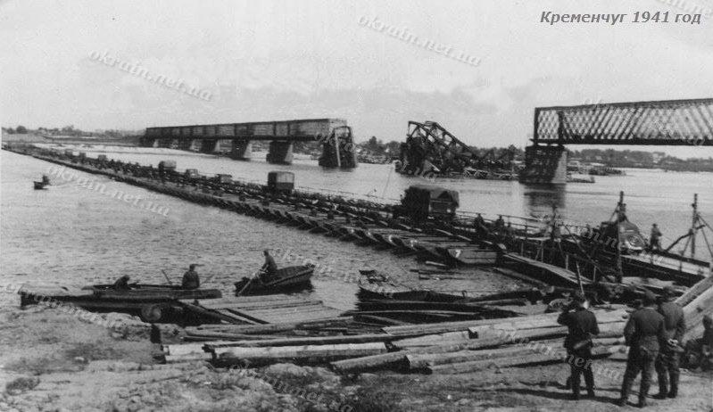 Грузовики на понтонной переправе в Кременчуге 1941 год - фото 1536