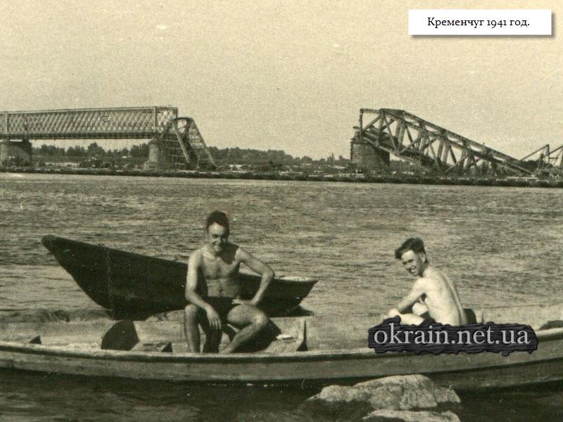 Немецкие солдаты в лодке. Кременчуг 1941 год - фото 1377