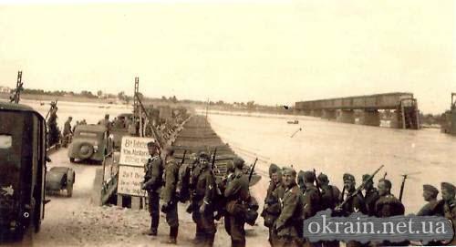 Немецкая переправа через Днепр выше Крюковского моста. - фото 193