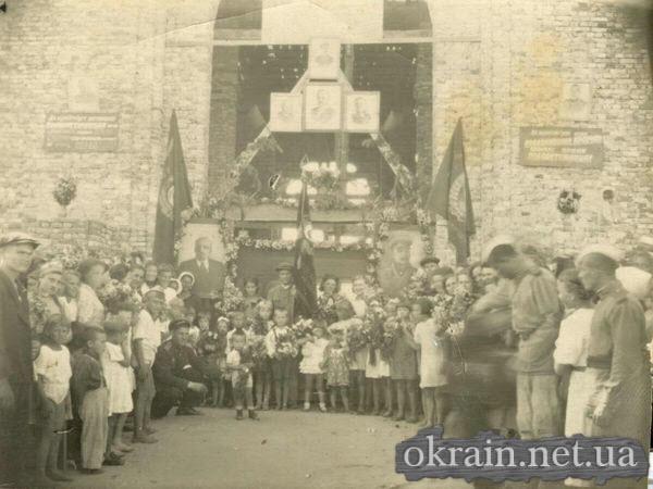 Встреча воинов - победителей на Кременчугском вокзале. 1945 год. - фото 265