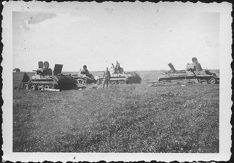 Танки БТ-7 в  районе с. Озёра - фото 990