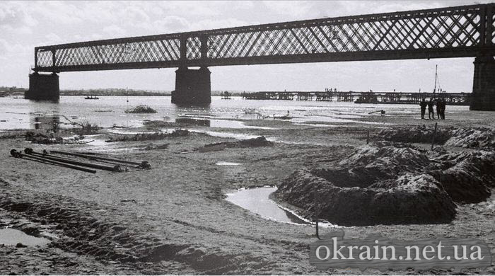 Немецкое фото разрушенного моста в Кременчуге - фото 508