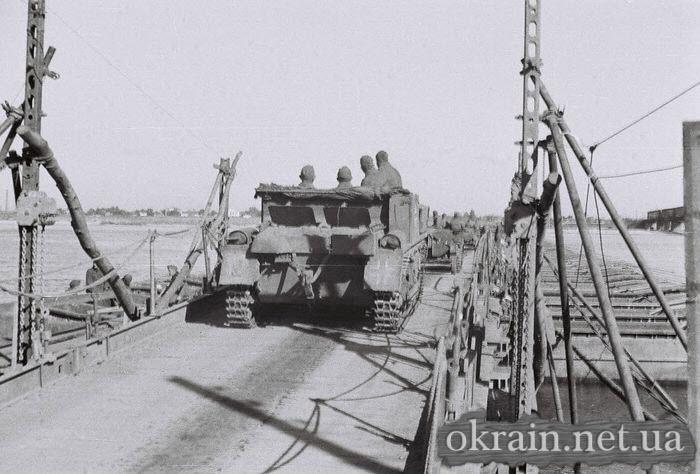 Немецкая техника на переправе в Кременчуге 1941 год - фото 511