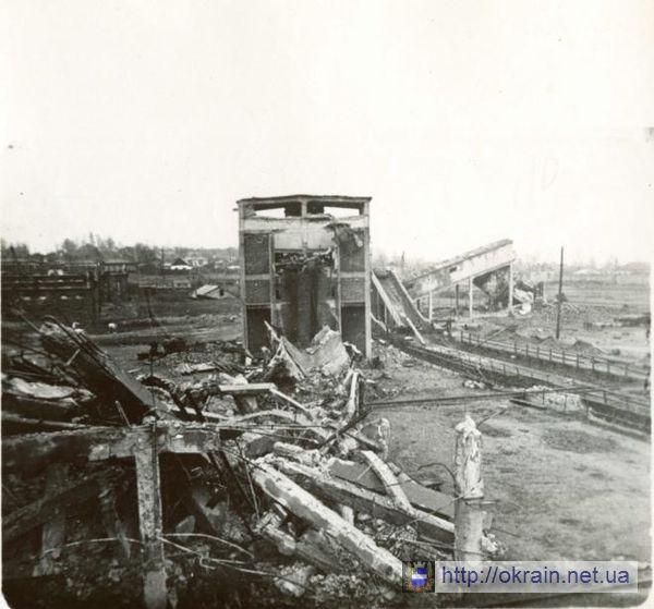 Разрушеная немцами электростанция г.Кременчуга. 1943г. - фото 283