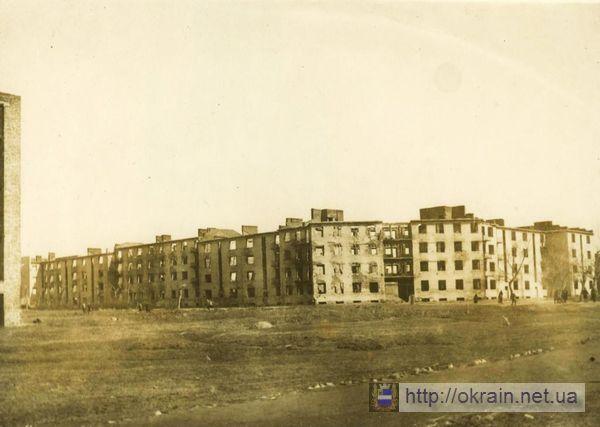125-ти квартирный дом в 1943 году. Вид с улицы Шевченко. - фото 325