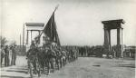 Части Красной Армии проходят улицами Кременчуга. 1943 год. - фото 329