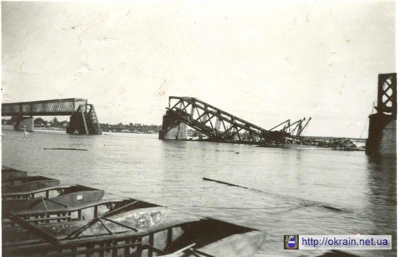 Разрушенный мост через Днепр в Кременчуге. 1941 год. - фото 369