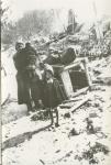 Гражданка Панченко с детьми на улице разрушенного Кременчуга - фото 332