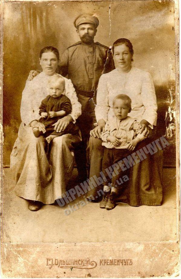 Т.С.Кикоть с семьей - фото №1802