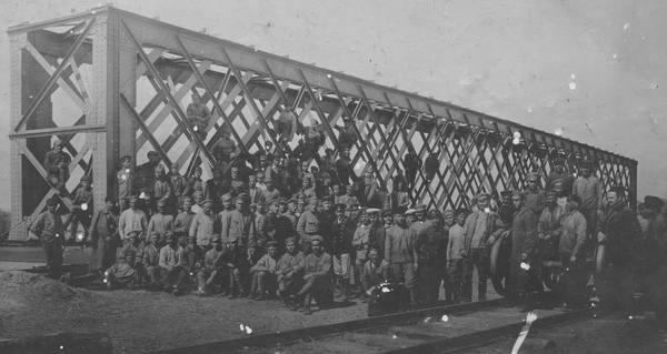 Личный состав восстановительного поезда. 1920 год.