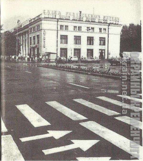 Дом Торговли и площадь Независимости в Кременчуге - фото №1731