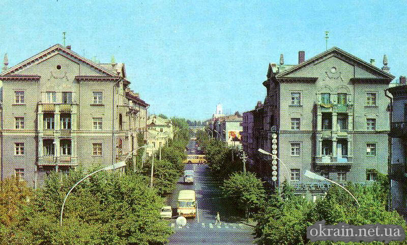 Улица Ленина в Кременчуге. Вид на Дворец Дормаш. 1960 - 1970 года - фото 129