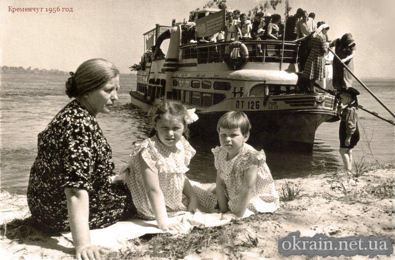 С бабушкой Анастасией на Днепре, Кременчуг 1956 год - фото 870