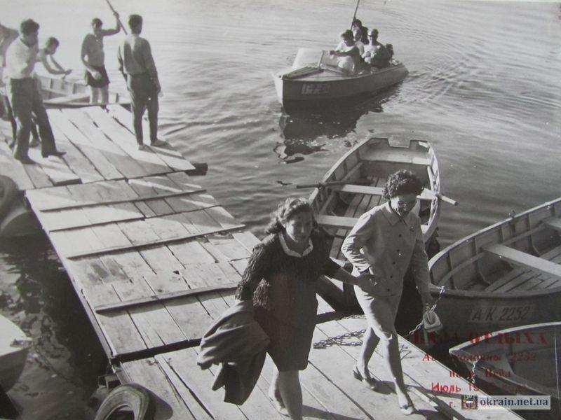Трудящиеся Автоколонны 2252 на своей базе отдыха 1969г - фото 706