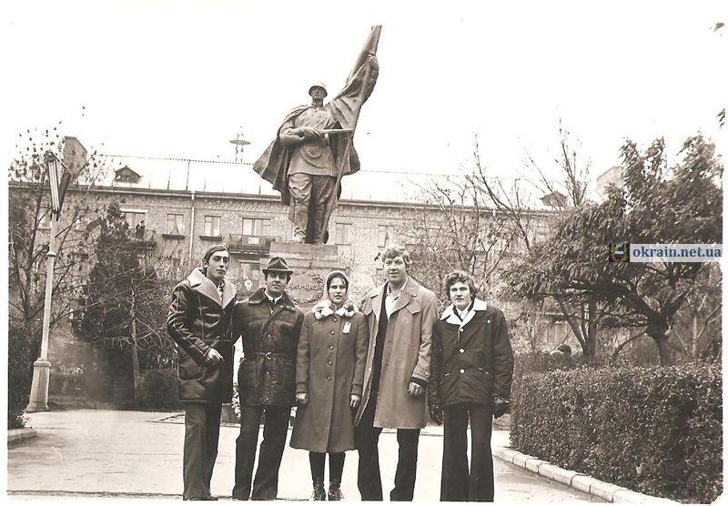 Памятник «Воину-Освободителю» в Кременчуге - фото 808