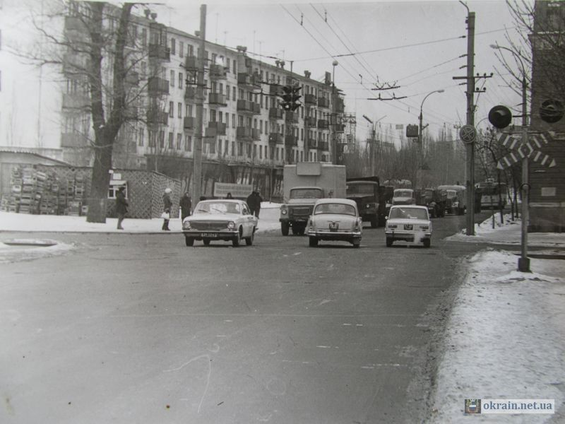 Переезд возле мебельного магазина 1974г - фото 697
