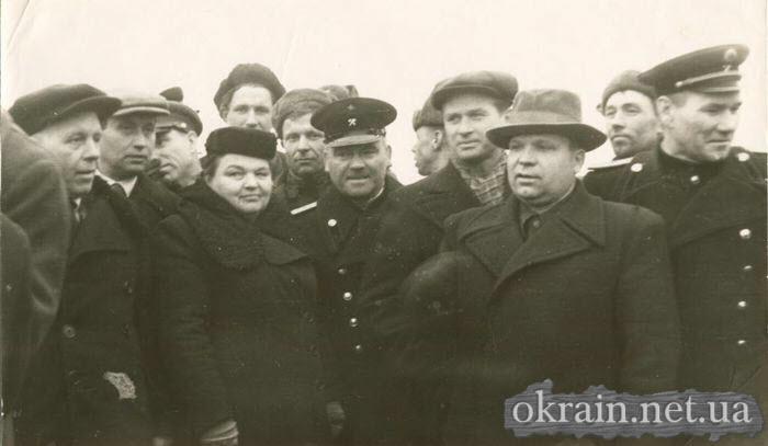 Областное и городское партийное руководство на открытии моста в Кременчуге - фото 448