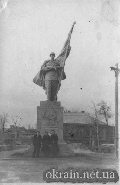 Памятник Воину Освободителю в сквере Октябрьский - фото 446